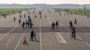 Ehemalige Landebahn Tempelhofer Feld. Bild: Erik-Jan Ouwerkerk
