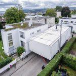 Verpackt und transportfähig: Das kompakte Aktivhaus B10 kann in kürzester Zeit ab- und wieder aufgebaut werden. Bild: René Müller