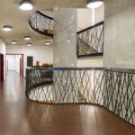Flur und Treppe im Zinzendorf-Gymnasium