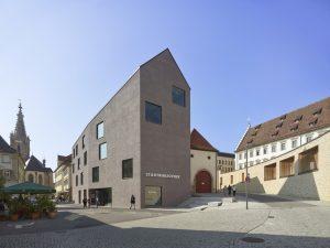 Hauptpreis monolithische Bauweise. Neubau Stadtbibliothek Rottenburg am Neckar. Harris + Kurrle Architekten, Stuttgart. Bild: Roland Halbe