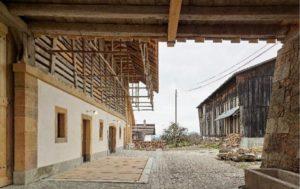 Scheune mit mehreren Wohnungen in Münchenwiler