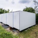 Komplett verpackt, sieht man nicht, dass sich dahinter ein innovatives Gebäude mit einem ausgeklügelten Energiemanagement verbirgt. Bild: René Müller