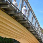 Stuttgarter Holzbrücke an der Birkelspitze in Weinstadt. Bild: www.hochbau-fotografie.de