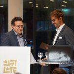 """(v.l.n.r.) Markus Eiberger (Drees & Sommer) gratulierte Marc Stephan (Ed. Züblin AG / STRABAG SE) zum Preis in der Kategorie """"Besondere Projekte/Hochbau"""". Bild: BIM Cluster Baden-Württemberg e. V."""