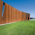Mehr oder weniger Schatten für die Innenräume durch die Anordnung der Stahlelemente.