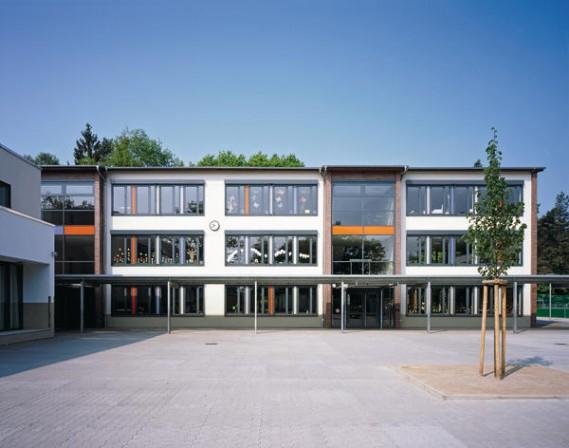 Sanierung einer schule in obertshausen schule machen for Holzfenster shop