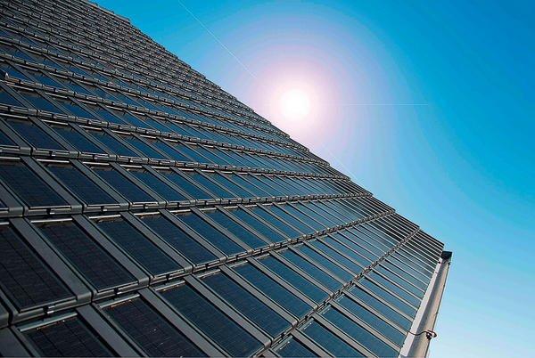 Solarenergiesystem: Wärme und Strom vom Dachziegel