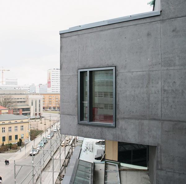 neubau eines wohn und gesch ftshauses in berlin gekonnte schwarzmalerei. Black Bedroom Furniture Sets. Home Design Ideas