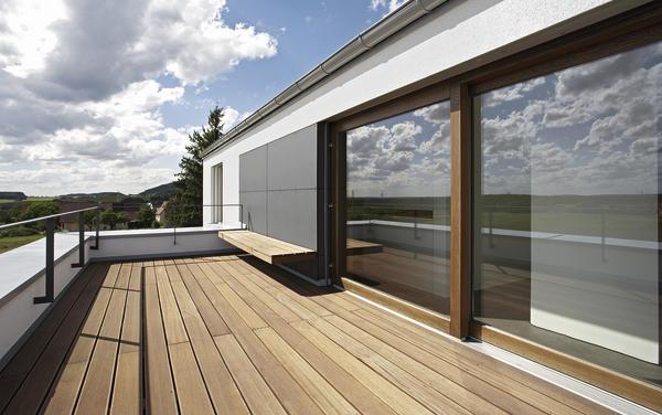 neubau eines wohnhauses in gersdorf bei lauf an der pegnitz minimiert und gro z gig. Black Bedroom Furniture Sets. Home Design Ideas