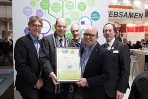 Überreichung des Green Brands Zertifikates an Rinn Beton- und Naturstein.