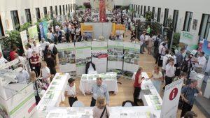 Auf dem Weltkongress Gebäudegrün (WGIC 2017) informierten sich zahlreiche Teilnehmer rund um die Themen Innenraum-, Dach- und Fassadenbegrünung. Bild: Fachvereinigung Bauwerksbegrünung (FBB)