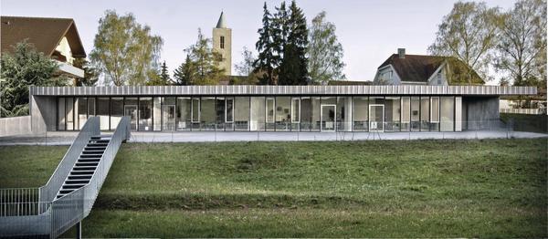 Der neue Flachbau beherbergt drei Klassenzimmer und einen Fachraum.