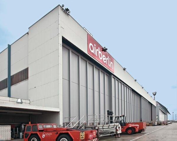 Hangar 8: Die Flughafenwerft der Air Berlin auf dem Düsseldorfer Flughafen.