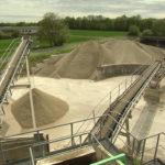 Bimsabbau: Der Rohstoffabbau für die Leichtbeton-Steine von KLB erfolgt nur an den Stellen, wo eine zeitnahe Rekultivierung gewährleistet ist. Bild: KLB Klimaleichtblock