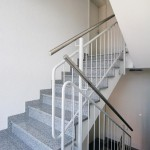Für einen besseren Trittschallschutz können Treppenläufe und Podeste mit elastischen Auflagern akustisch von der Konstruktion entkoppelt werden. Bild: Schöck