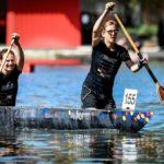 """Das Boot """"inform"""" der Bauhaus Uni Weimar belegte Platz eins im Gestaltungswettbewerb – im sportlichen Wettbewerb schafften es die Damen auf Platz zwei. Bild: IZB/Sascha Steinbach"""
