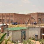 Die neue Schule inmitten der Siedlung