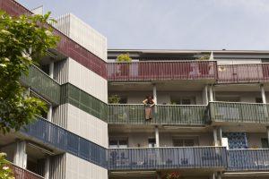 Gute Wohnatmosphäre trotz Dichte: Balkone und Innenhöfe der Genossenschaftssiedlung Himmelrich 2 in Luzern. Bild: Franca Pedrazzetti, Luzern.