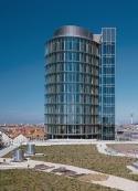 Der 65 hohe Büroturm der neu gebauten DaimlerChrysler-Niederlassung in München.