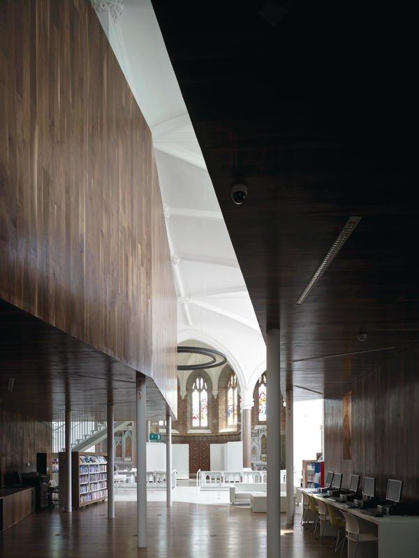 Aus der früheren Kirche wurde eine architektonisch beeindruckende Bibliothek für heutige Leser. Bilder: Christian Richters