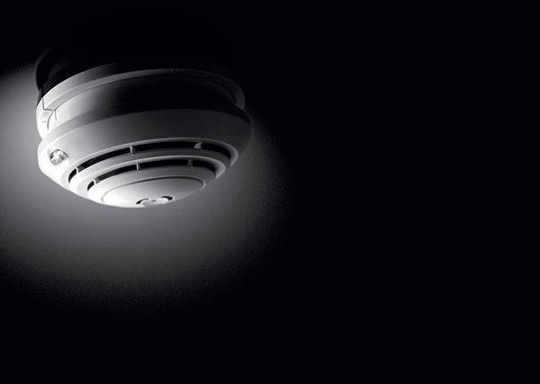 Rauchwarnmelder für Wohn- und Schlafräume oder Büros und Klassenräume. Bild: Esylux Deutschland GmbH