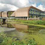 Neubau eines Rathauses in Midden-Delfland mit Reet-Dach