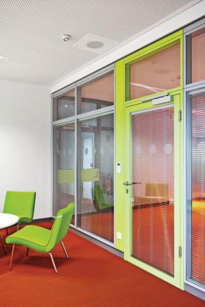 sanierung eines verwaltungsgeb udes in augsburg licht und farbe. Black Bedroom Furniture Sets. Home Design Ideas