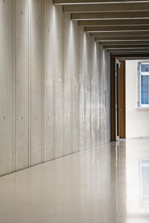 Geschliffener Betonboden im Städel Museum in Frankfurt.