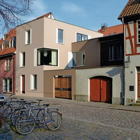 neubau eines wohnhauses in stralsund im historischen kontext. Black Bedroom Furniture Sets. Home Design Ideas