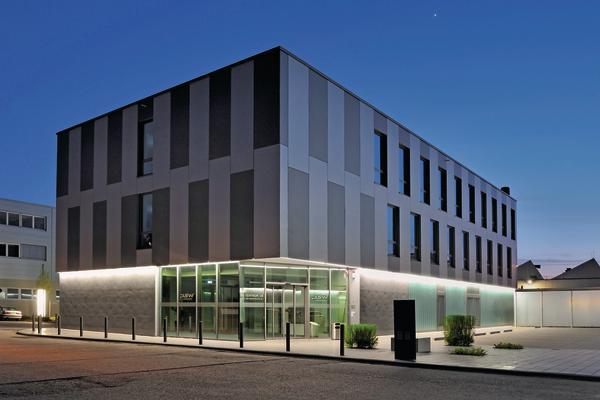 neubau eines schulungs und entwicklungszentrums in. Black Bedroom Furniture Sets. Home Design Ideas