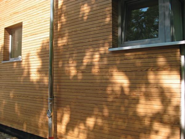 Wachsimprägnierte Holzfassade ist form- und dimensionsstabil und sieht dauerhaft schön aus. Bild: Dauerholz AG