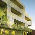 Balkonbalustraden aus zweischichtigen Glasplatten, außenseitig mit semitransparent bedruckter PVB-Folie.