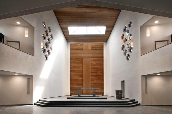 Bei der energetischen Sanierung der evangelischen Melanchthonkirche in Hannover kam eine durchgängig diffusionsoffene und kapillaraktive Innendämmung zum Einsatz.