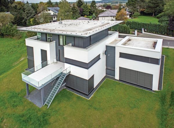 Treppenhaus nach außen verlegen  Neubau eines Passiv-Wohnhauses mit Büro in Freudenberg. Markant ...