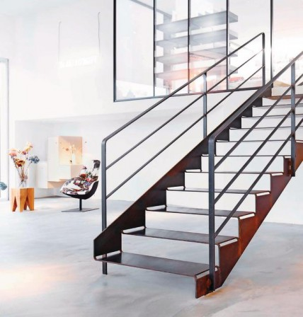 schnittgut treppe aus einem st ck stahl. Black Bedroom Furniture Sets. Home Design Ideas