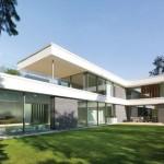 Rahmenloses, passivhaustaugliches Glasfassadensystem mitsamt Schiebefenster.