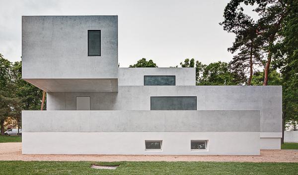 Meisterhäuser in Dessau: Für die Außenwände kam ein sehr heller Leichtbeton als Sichtbeton zum Einsatz.