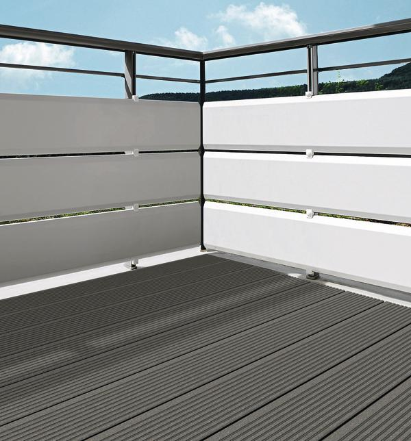 Balkon in Weiß und Anthrazit. Bild: Werzalit