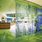 bedruckte Glastrennwände im Büro