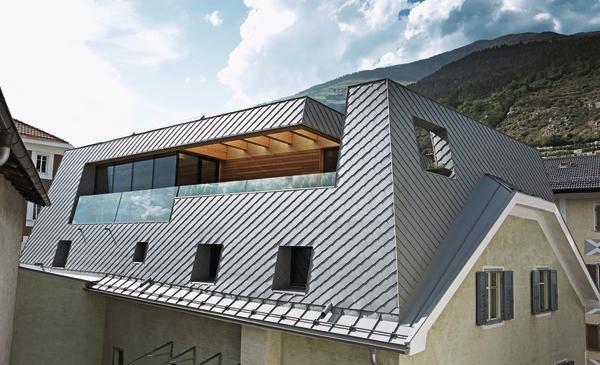 sanierung und dachaufstockung eines wohnhauses in schlanders homogen mit wenigen kantungen. Black Bedroom Furniture Sets. Home Design Ideas