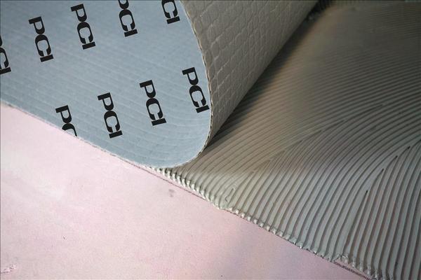 PCI-Matte wird auf Spachtelmasse aufgebracht. Bild: PCI