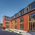 Das im Verlauf der alten Stadtmauer folgende neue Rückgebäude grenzt den Werkhof gegen den anschließenden Bibliothekshof ab.