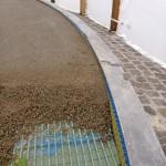Zwischen Drainmörtel und Betonring liegt die Drainagematte für die schnelle senkrechte Entwässerung in die Schottertragschicht.
