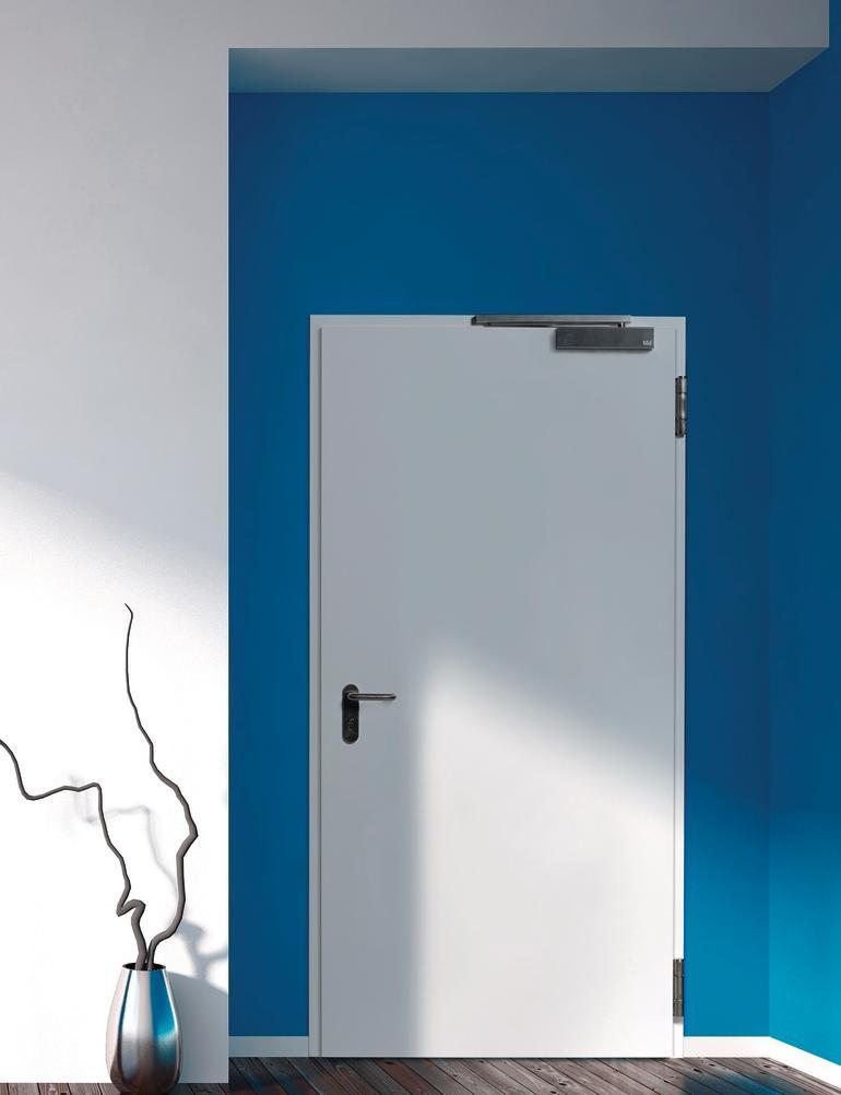 Weiße Tür mit Schließsystem. Bild: Novoferm