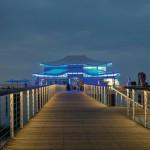 Das Teehaus ist dank der LED-Inszenierung vor allem bei Dunkelheit ein Blickfang.