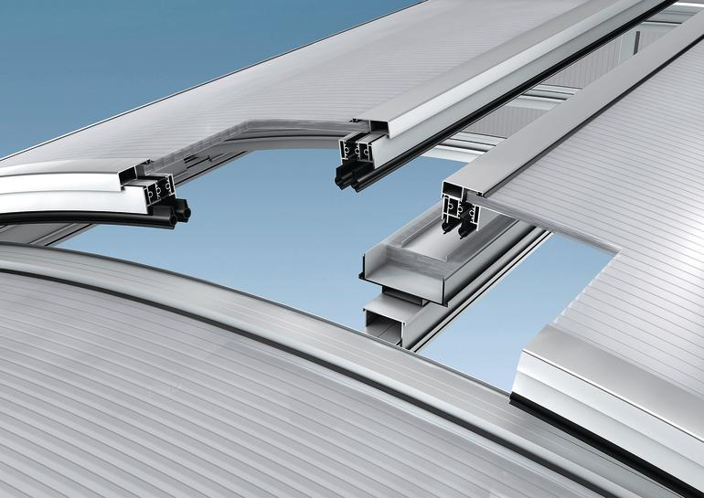 Doppelklappe für gewölbtes Lichtbandsystem. Bild: Essmann