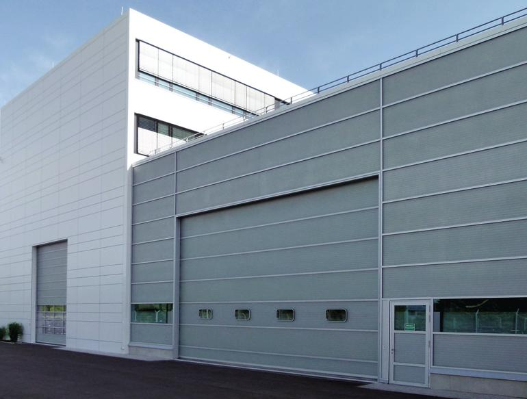 Fiberglas für Tore und Fassade. Bild: Butzbach