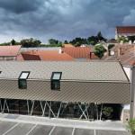 Beim historischen Eisenhuthaus wurde eine Dach- und Fassadenfläche von 500 m² mit Aluminium-Dachraute saniert.