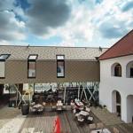 Moderne Nutzung in sanierten Gemäuern: Vierkanter aus der Renaissance mit Arkadenhof.