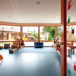 Umlaufende Fensterflächen im 16-Eck-Grundriss versorgen die Räume optimal mit Tageslicht.